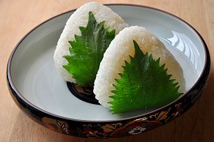 Japanese onigiri (rice balls) often have a Reuleaux triangle shape